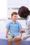 dziecko lekarki egzamininować Zdjęcie Stock