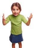 Dziecko mała dziewczynka udowadnia związki rodzinnych fotografia royalty free