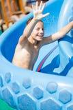 Dziecko ma zabawę w aqua parku Fotografia Royalty Free