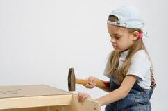 Dziecko myje tyły ścianę klatka piersiowa zdjęcia royalty free