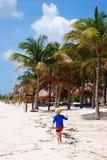 Dziecko na plaży Obrazy Royalty Free