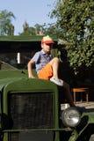 Dziecko na rocznik ciężarówce Zdjęcia Royalty Free