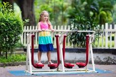 Dziecko na szkolnym boisku Dzieciak sztuka zdjęcie stock