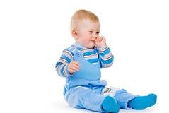 Dziecko naciera jego nos obrazy royalty free