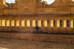 Dziecko obok Granfonte fontanny, Leonforte Obrazy Royalty Free