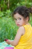 Dziecko obrażająca dziewczyna Zdjęcia Royalty Free