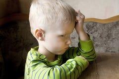 Dziecko obrażający i nieszczęśliwy obraz royalty free