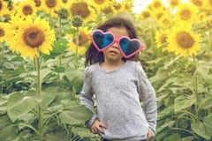 Dziecko odzieży Kierowi okulary przeciwsłoneczni z słonecznikiem Obrazy Royalty Free