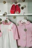 Dziecko odziewa, pojęcie dziecko moda Mieszkań dzieci ` s nieatutowa odzież i akcesoria Dziecko szablonu tło z kopią Fotografia Royalty Free