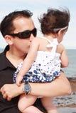 dziecko ojciec jego całowanie Obraz Stock