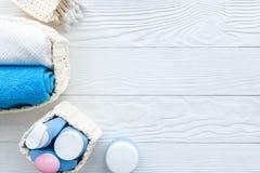 Dziecko organicznie kosmetyk dla skąpania na drewnianym bakground Obraz Stock