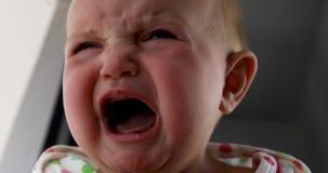 dziecko płacz Salowy strzał z słońca światłem na dziecko twarzy zbiory wideo