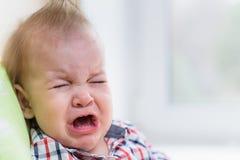 Dziecko płaczu obsiadanie na krześle w domu Obraz Royalty Free