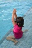 Dziecko pływackiego basenu lekcja Obrazy Royalty Free