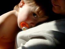 dziecko patrzy na Obraz Stock