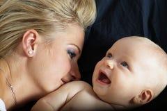 dziecko piękny kobiet jej potomstwa Fotografia Royalty Free