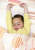 Dziecko śpi up lub budzi się Zdjęcie Royalty Free