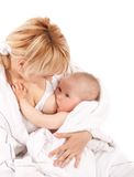 dziecko pierś - karmiący jej matki dziewczynie Zdjęcia Stock