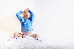 Dziecko pije jogurt Fotografia Royalty Free