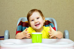 Dziecko pije szkło woda Fotografia Royalty Free