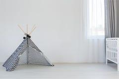 Dziecko pokój z sztuka namiotem obraz royalty free