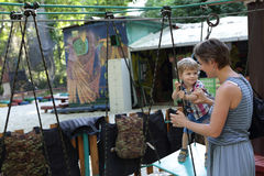 Dziecko pokonuje przeszkody Fotografia Royalty Free