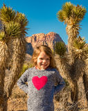 Dziecko pozuje przy rewolucjonistki skały jarem, NV Fotografia Royalty Free