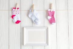 Dziecko prysznic - pusta obrazek rama na drewnianym tle Obraz Royalty Free