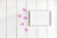 Dziecko prysznic - pusta obrazek rama na drewnianym tle Obraz Stock