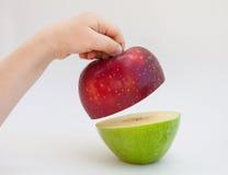 Dziecko ręka trzyma dojrzałego jabłka Obrazy Royalty Free
