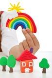 Dziecko ręka z modelarskimi glinianymi tworzeniami Obrazy Royalty Free