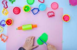 Dziecko ręki bawić się z plasteliną Obraz Royalty Free