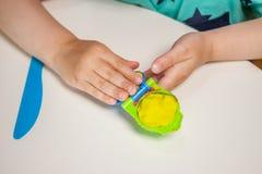 Dziecko ręki bawić się z plasteliną Fotografia Royalty Free