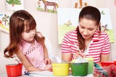 dziecko remis maluje sztuka pokoju nauczyciela zdjęcie stock