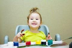 Dziecko remisy z palcami Zdjęcia Royalty Free