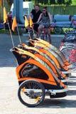 Dziecko rowerowe przyczepy w Zwierzyniec, Polska fotografia stock