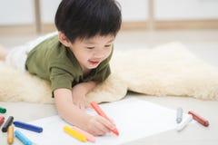 Dziecko rysunku obrazek z kredką Zdjęcia Royalty Free