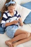 Dziecko słuchająca muzyka fotografia stock