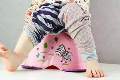 Dziecko siedzi na potty Zdjęcie Royalty Free