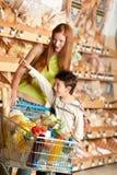 dziecko sklepu spożywczy zakupy sklepu włosiana czerwona kobieta Obrazy Stock