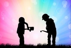 Dziecko sylwetki w ogródzie Zdjęcie Royalty Free