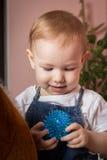 Dziecko szczęśliwie trzyma zabawkę w rękach Fotografia Royalty Free