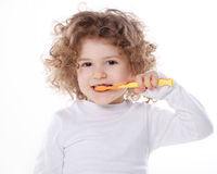 Dziecko szczotkuje jej zęby odizolowywających Zdjęcie Stock