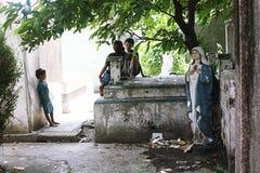 Dziecko sztuka w jardzie Zdjęcie Royalty Free