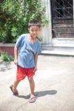 Dziecko sztuka w jardzie Zdjęcia Royalty Free