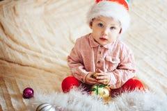 Dziecko sztuka z choinek dekoracjami Zdjęcia Stock