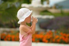 dziecko target569_0_ szklaną małą wodę Zdjęcie Stock