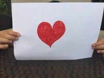 Dziecko trzyma czerwonego serce Obraz Royalty Free