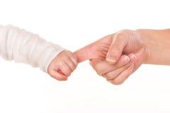 Dziecko trzyma matka palec, zaufanie pomocy rodzinny pojęcie Zdjęcia Stock