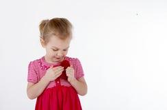 Dziecko trzyma serce Zdjęcie Stock